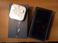 I-Phone 5 used - comes with Apple headphones (new) and box