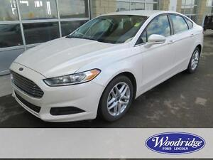 2016 Ford Fusion SE NO ACCIDENTS, BACKUP CAM, LOW KMS