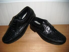 MENS BLACK LEATHER SHOES UK SIZE 10, IN VGC