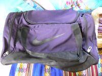 Nike Holdall - Purple & Black - medium size