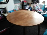 Pine dining table ( round )