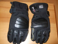Thermal motorcycle gloves-new-Size medium.