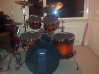 Mapex ,SEPARATED MAPLE SHELLS,pro sound,HANDCRAFTED,very good condition with accessories