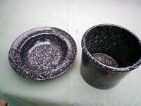Black speckled plant pot and fruitbowl habitat