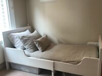 Extebdable children's bed