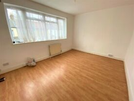 Excellent Condition 3 Bedrooms Terrace House near Upton Park Station