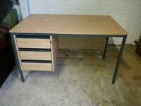 Office desk 3 drawers lockable - very good condition