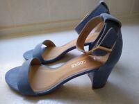 Ladies Sandels Size 5. Excellent condition.