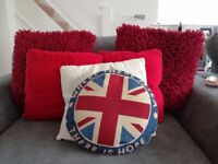 Selection of 6 cushions