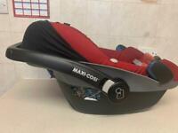 Maxi Cosi family fix base and pebble car seat