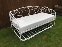 Day bed white metal frame, beautiful condition as new from Next.