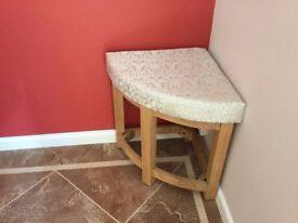 ***Corner stool***