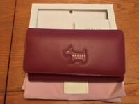 Brand New in Box RADLEY Profile Dog Berry Large Purse RRP £89