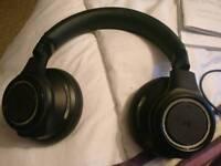 Plantronics backbeat pro Bluetooth outer ear headphones