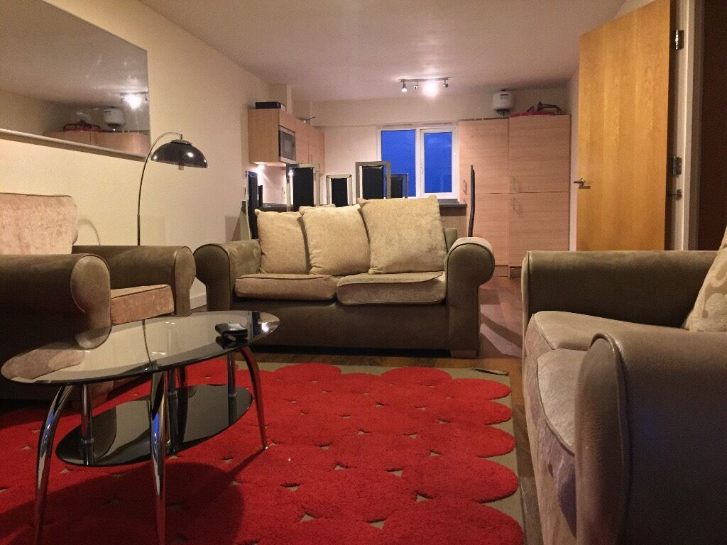 COLINDALE/HENDON - LARGE 2 BED, 2 BATHROOM (ONE EN-SUITE) SITUATED ON 3RD FLOOR - VIEWING ADVISED