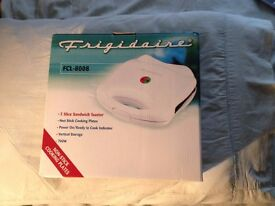 Brand new Frigidaire Sandwich Toaster boxed New!