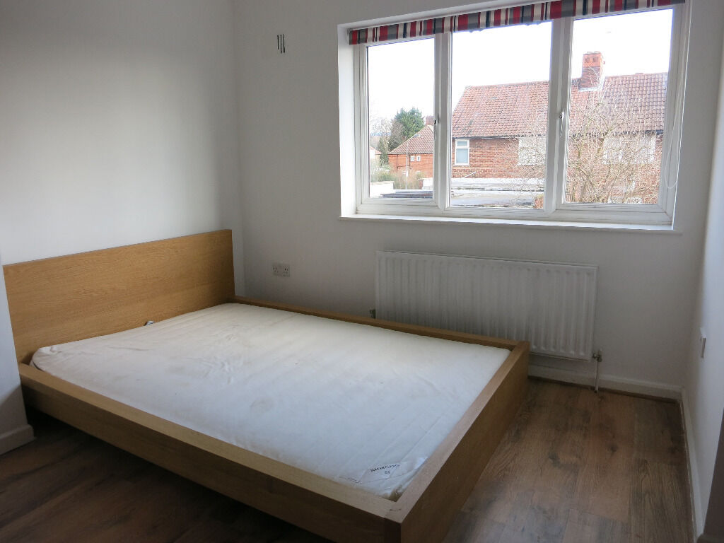 REALLY NICE DOUBLE ROOM 10 MIN WALK TO WESTFIELD SHEPHERDS BUSH !!! Available NOW !!!