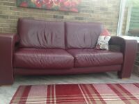 ***£100 IF BOUGHT TODAY *** ITALIAN WINE COLOURED 3 SEATER SETTEE. THICK LEATHER, EXPENSIVE QUALITY
