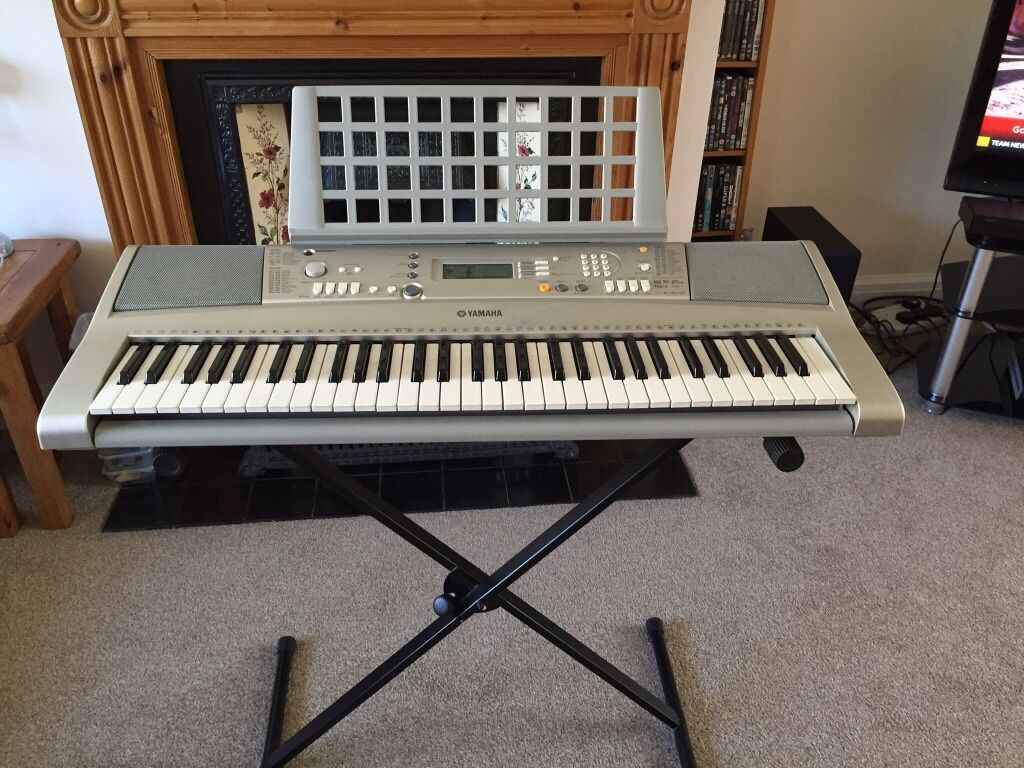 Yamaha Electric Keyboard Stand Charger In Sudbury