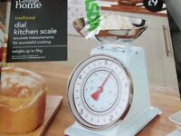 VINTAGE DIAL STYLE METAL MINT GREEN KITCHEN SCALES BRAND NEW IN BOX