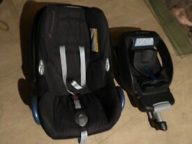 Maxi Cosi Cabriofix Car Seat with Easybase 2 Base