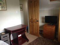 Double room in lovely 5 bedroom house on outskirts of Cheltenham