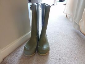 CHILDRENS GREEN WELLIES SIZE 1