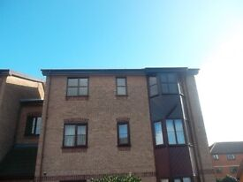 1 x bedroom Flat, extremely spacious top floor flat in lovely quiet location