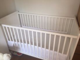 Adjustable white cot bed with mattress, cot bumpers & safety rail (for bed conversion)
