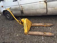 Coolie handtruck hand pumptruck 2000kg load. Delivery