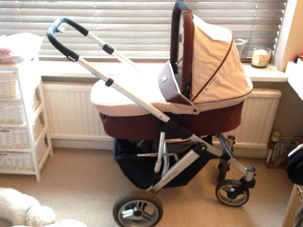 OBABY MAMBA TRAVEL SYSTEMpram/carrycot/stroller/car seatin Telscombe Cliffs, East SussexGumtree - Used and loved travel system. Very stylish beige and chocolate colour. Including a maxicosi car seat too. Everything you need for a newborn to toddler! Raincovers included. Split in foam handle doesnt effect the use of the pram see pics! Folds flat...