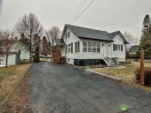 165 000$ - Maison à un étage et demi à vendre à Lacolle