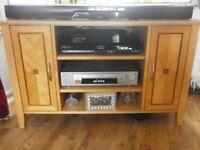 grab a bargain corner tv unit 1020 x 620x520 in light oak with inlaid design