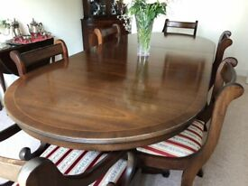 Beautiful Vintage Extendable Mahogany Dining Table with 6 Chairs