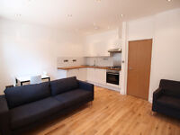 A bright & modern 2 double bedroom flat with private patio close 2 Finsbury Park & Archway tubes