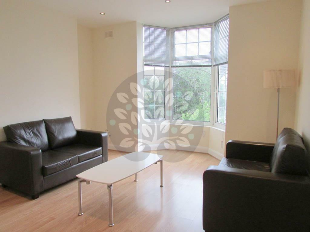 2 bedroom flat in Heathfield Park, Willesden Green