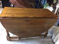Large Walnut oval Gateleg table. Very good condition. Seats 6-8 people