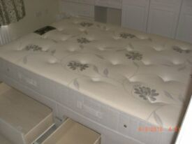 Doble bed and mattress