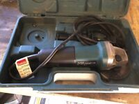 Makita 710w angle grinder 115mm