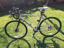 Cyclocross Bike in great condition with lights, lock, pump, clip on pedals, ladies seat