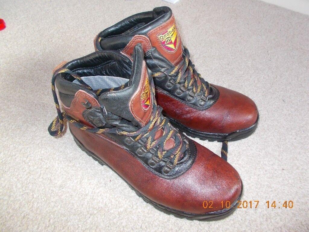 feeae9ee7723 Walk in my footsteps       Reebok boots uk 10