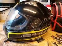 L crash helmet