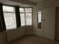 double room available in High Wycombe very closed to town centre
