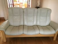Stressless Sofa with 2 stools, good condition.
