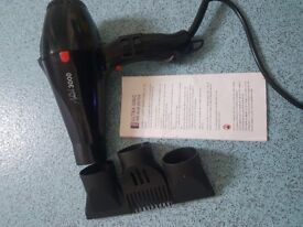Hair dryer with attachment comb