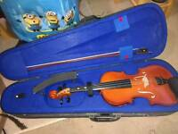 3/4 size violin with bow, case and shoulder rest
