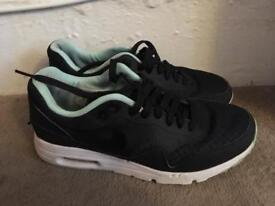 Women's Nike air max Thea size 4