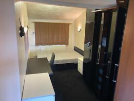 Ground Floor Studio Flat - Separate Bedroom - Driveway - Rent £875 All Inclusive.
