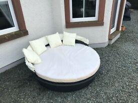Out Door Circular Bed