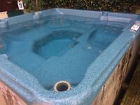 HOT TUB Canadian Spa - 6 seater, recent new lid, cedar paneling